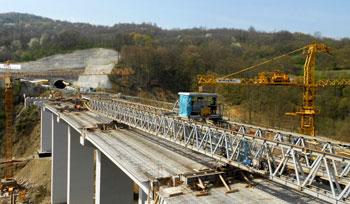 Izgradnja autoputa E75, dionica: Caričina Dolina-Vladičin Han, put i mostovi